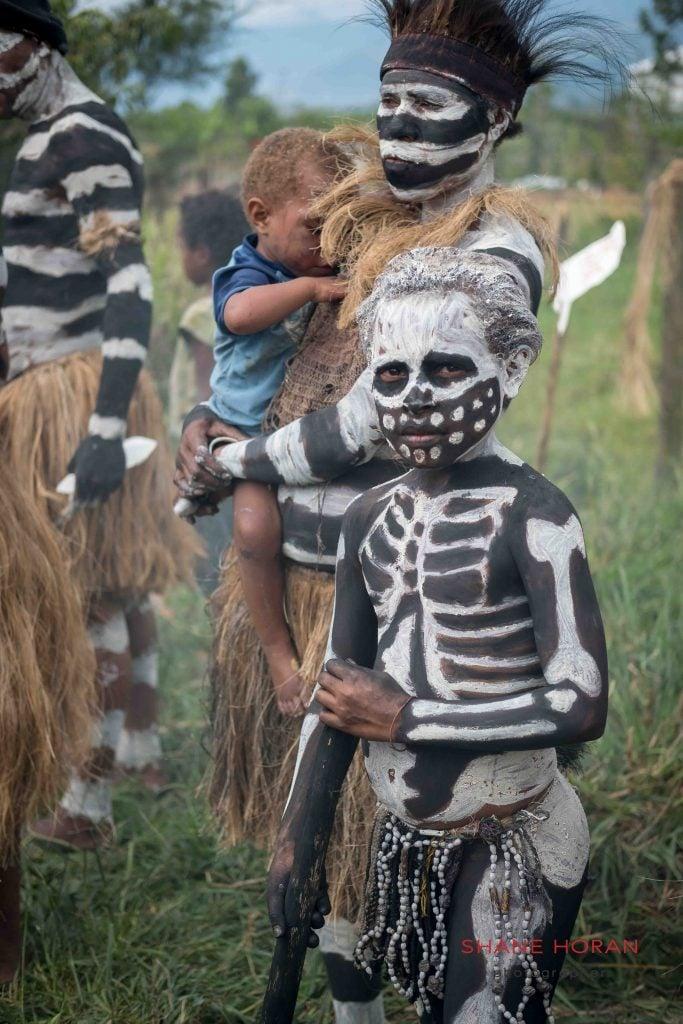Chimbu tribe awaiting at Mt Hagen, Papua New Guinea